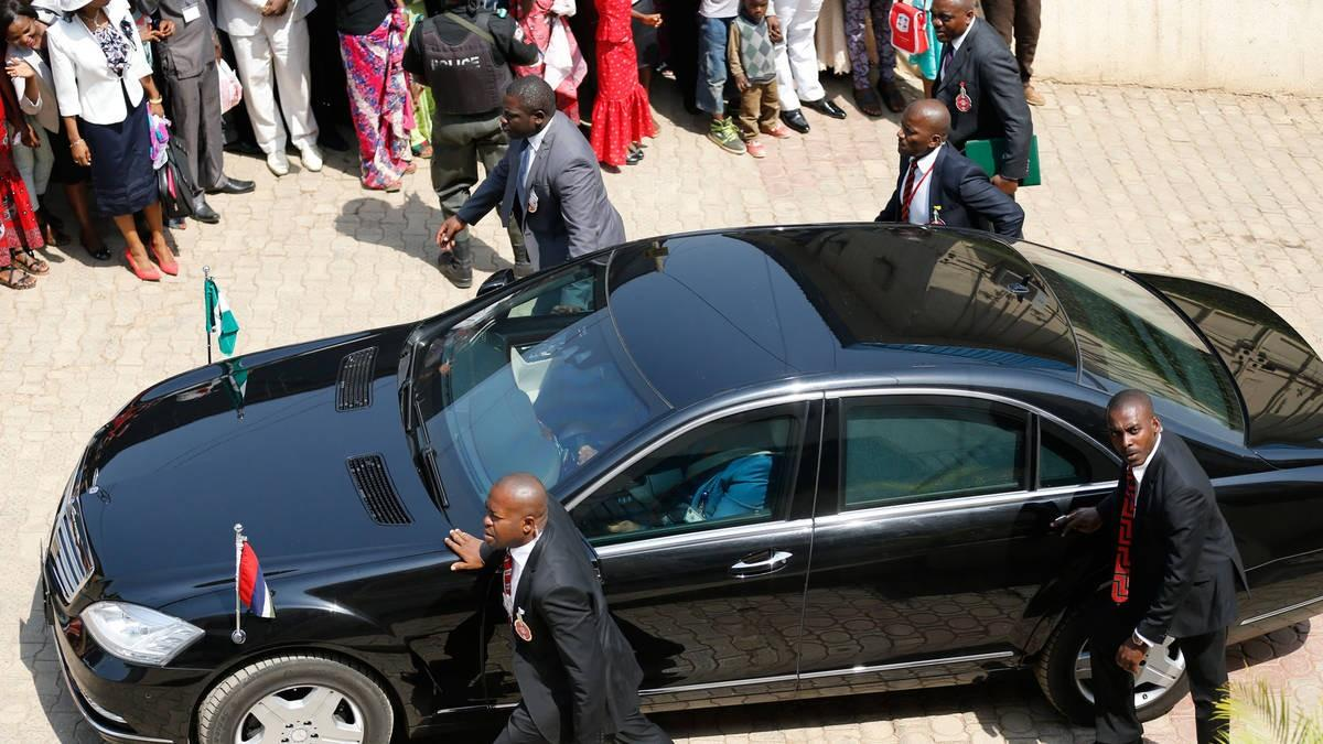 GEJ-arriving-church3